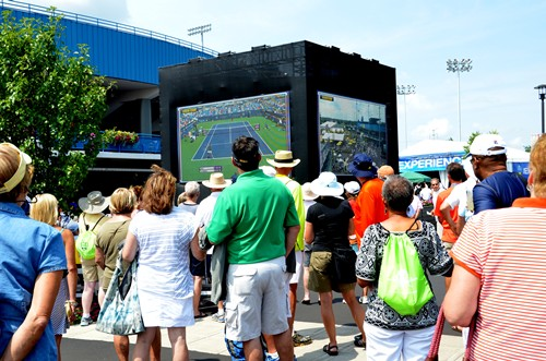 Fans Watch King/Azarenka Match